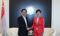洪小勇大使拜会新加坡人力部长兼内政部第二部长杨莉明