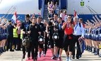 克罗地亚队回国 球迷举行英雄归来巡游