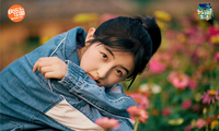 张子枫花海写真尽显闲适舒畅