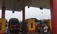 8辆满载藤椒的货车因收费问题在四川洪雅南起冲突