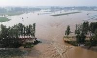 河南浚县卫河河堤发生决口 目前正做封堵准备