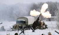俄历史军事爱好者重演二战场景 纪念列宁格勒保卫战结束75周年