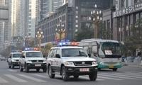 武警官兵巡逻途中 上演5分钟极限救援