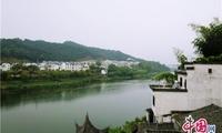 18位中外画家赴歙县写生 艺术家纷纷点赞渔梁古镇