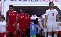 GIF-阿曼后卫失误!伊朗先下一城1-0领先,国足亚洲杯8强对手浮现