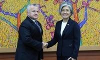 韩国外长会美副国务卿 吁美方尽快任命驻韩大使