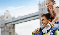 英镑贬值旅游业因祸得福 外国人蜂拥而至无视恐袭威胁