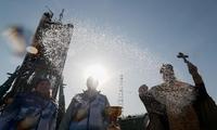 """俄""""联盟MS-12""""号发射在即 东正教牧师为其祈福"""