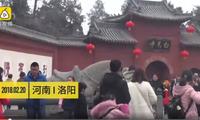 河南:女游客游玩骑千年石马 僧人上去呵斥制止