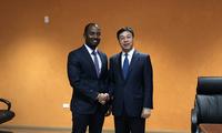 中国驻巴巴多斯大使延秀生会见巴海洋事务和蓝色经济部长
