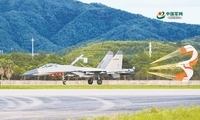 伞花绽放,战机对抗空战训练安全返航