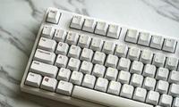 程序员小伙双手滴汗,一天报废两个键盘
