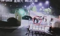 杭州情侣街头争吵 路人因多看一眼被咬掉鼻尖